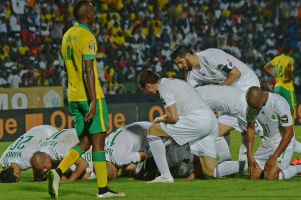 "الجزائر - غانا ""كونو رجال، ارفعو لعلام وزهّيو لبلاد"" large-%D8%A7%D9%84%D"