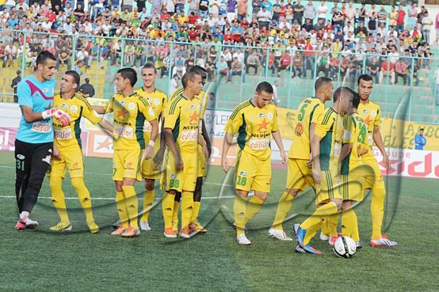 """الكرة الجزائرية : """"القبائل راهم معوّلين... وإيبوسي حالف يفرحهم في بولوغين"""""""