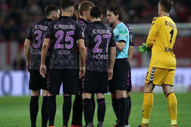 الكرة الدولية : حادثة غريبة في الدوري الألماني:  ضربة جزاء بعد صافرة نهاية الشوط الأول