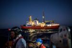 إذا أنقذت مهاجرا من الغرق فستدفع غرامة 5500 أورو في إيطاليا!