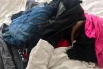 إنجليزية ترتدي 5 كيلو ملابس تهربا من الرسوم الإضافية في المطار