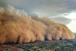 الكوارث لا تتوقف .. عواصف ترابية تحوّل نهار أستراليا إلى ليل دامس