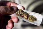 رجل يقص أنفه بسكين تحت تأثير المخدرات