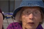 """عجوز بعمر 103 أعوام تدخل """"غينيس"""" بالقفز بالمظلة (فيديو)"""