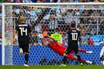 حارس أيسلندا يُوقف ركلة جزاء ميسي ويُجبر الأرجنتين على التعادل